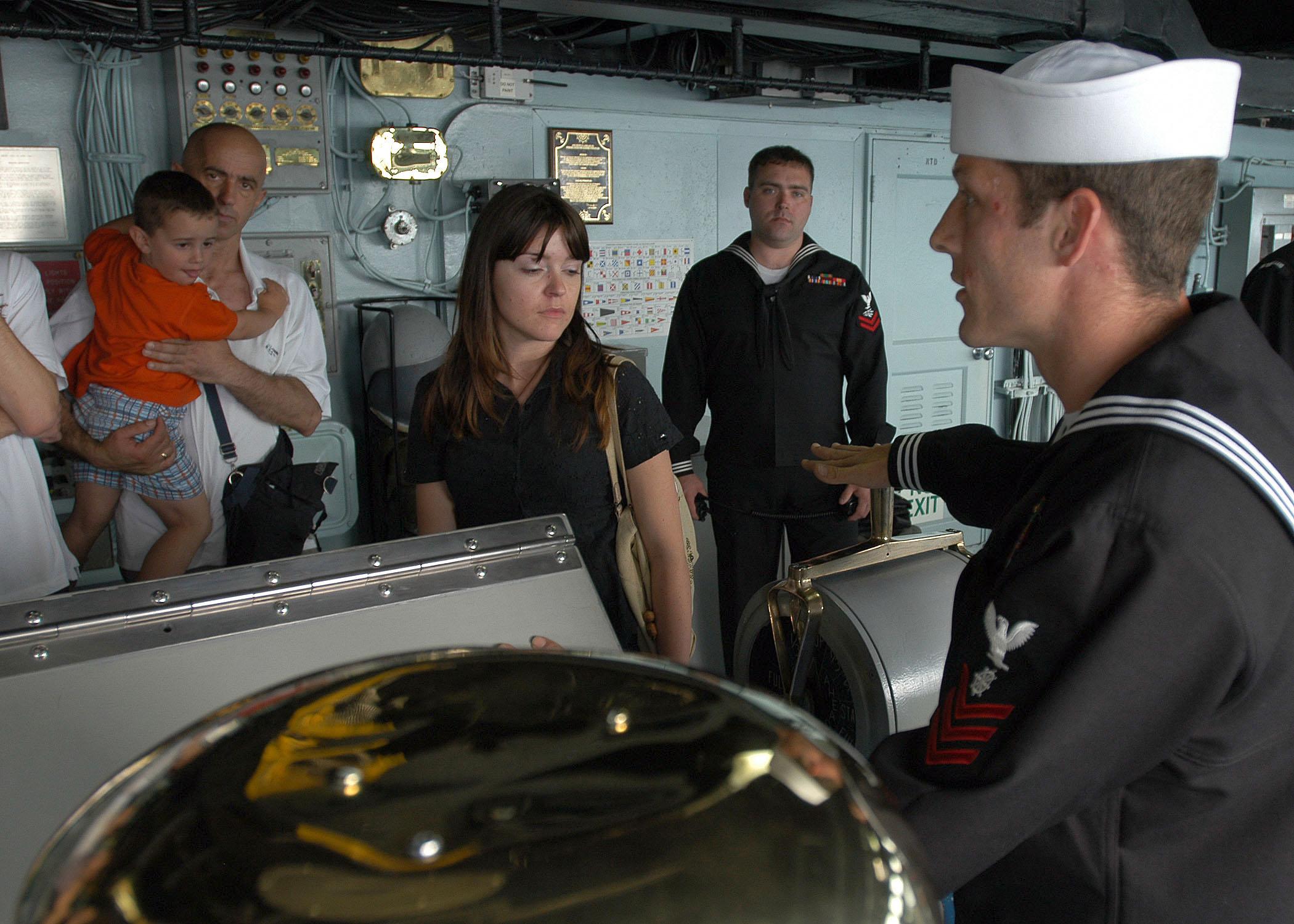 File:US Navy 070521-N-9095H-044 Quartermaster 1st Class Robert ...