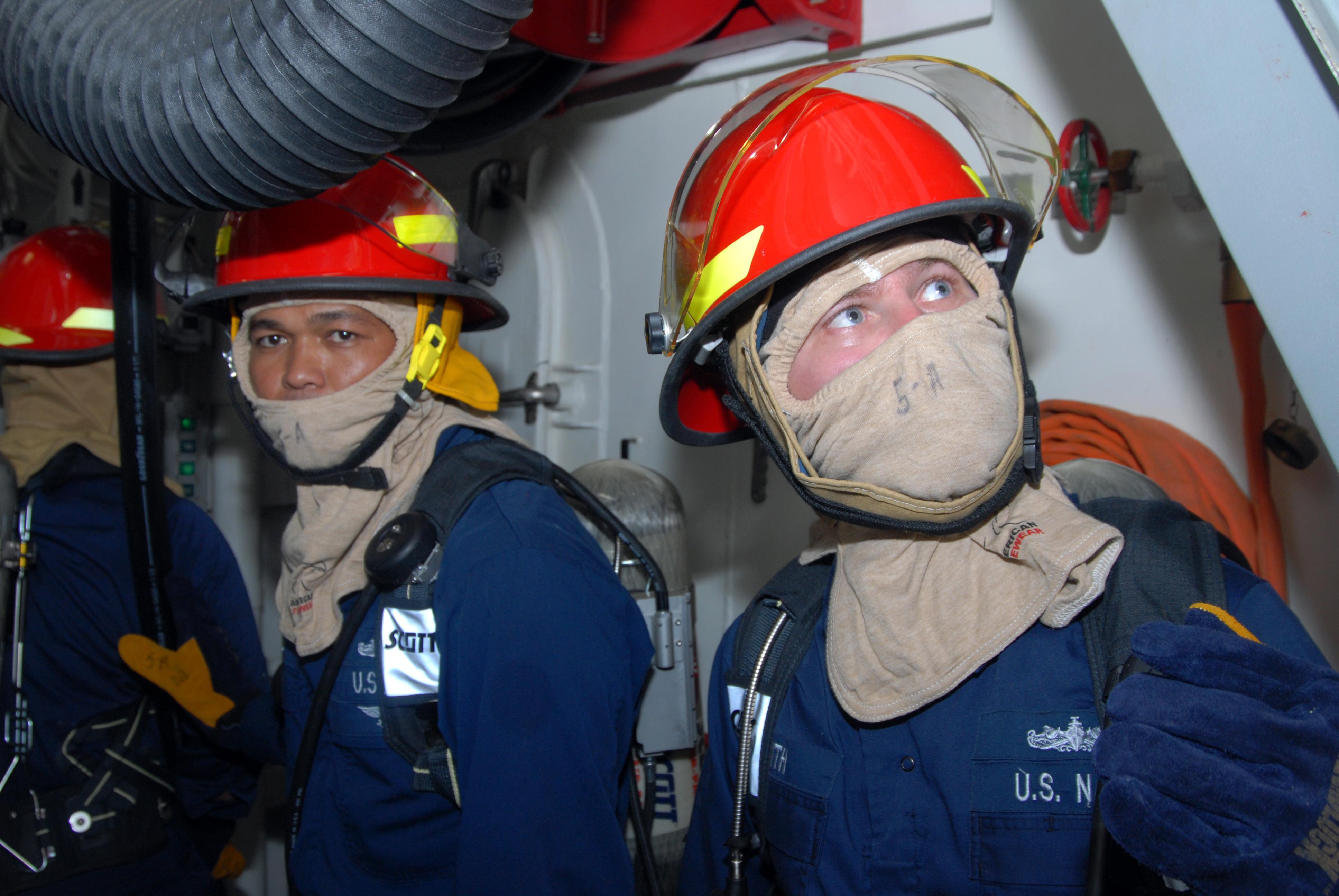 US Navy 090424-N-6382F-052 Damage Controlman 1st Class Edilberto ...