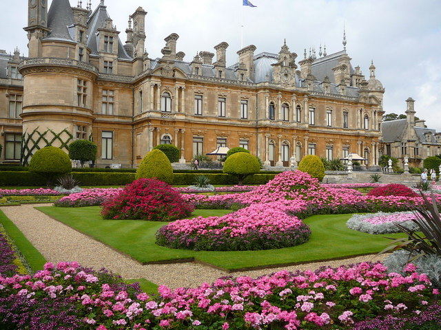 Berkas:Waddesdon Manor and Gardens - geograph.org.uk - 649037.jpg