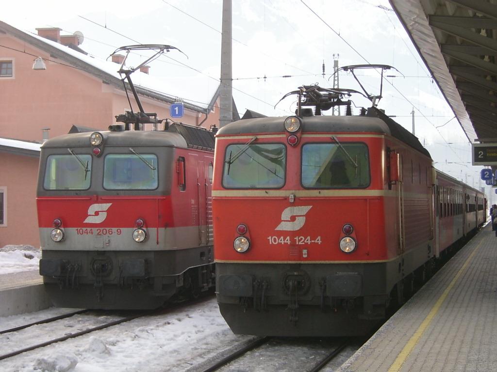 File:ÖBB 1044 206-9 und 124-4 in Saalfelden.jpg