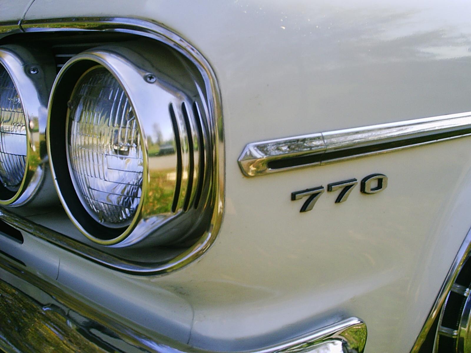 Números en imagen 1965_Rambler_Classic_770_4-door_white_umc
