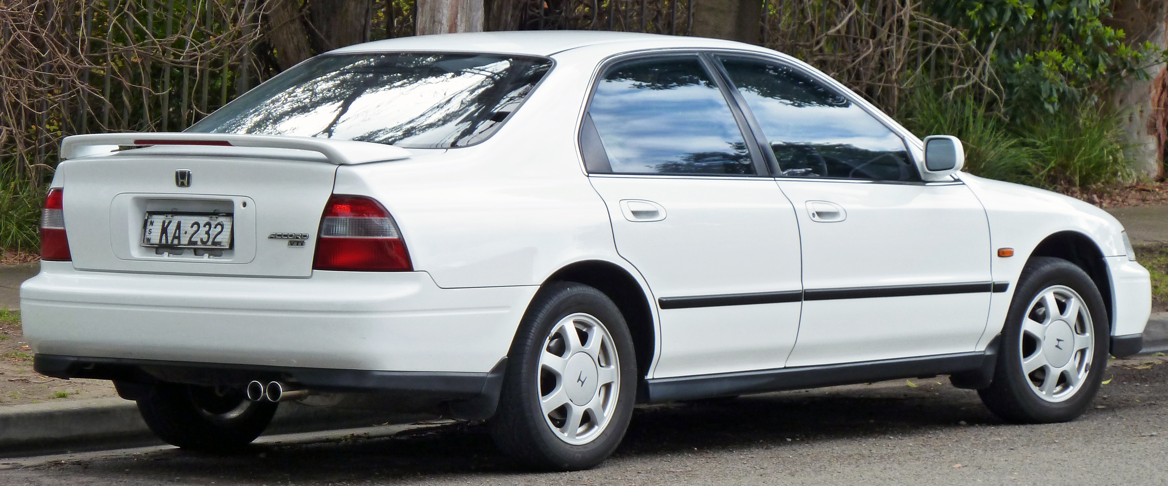[Image: 1993-1995_Honda_Accord_VTi_sedan_02.jpg]