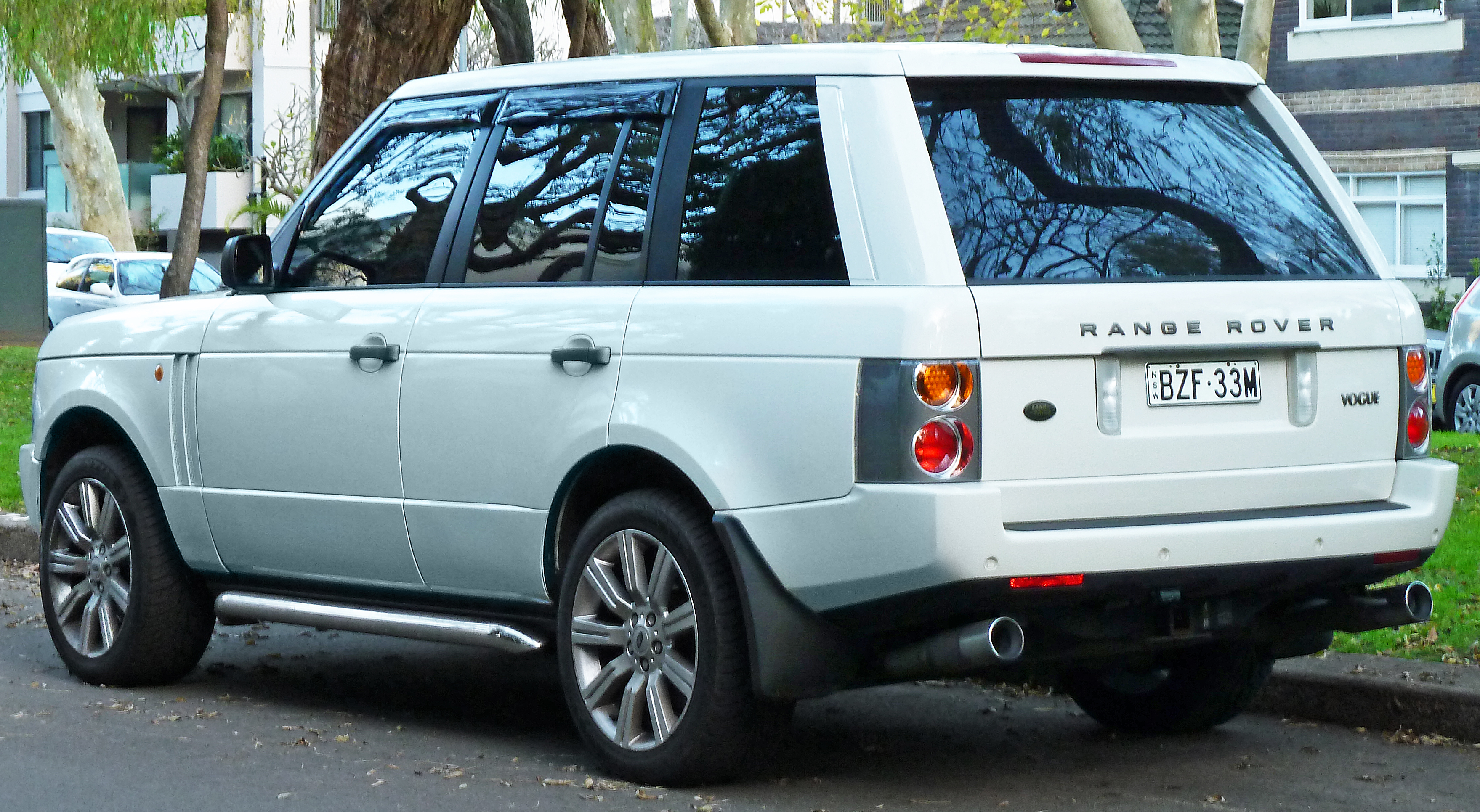 File:2003 Land Rover Range Rover (L322 03MY) Vogue wagon (2012-06-04