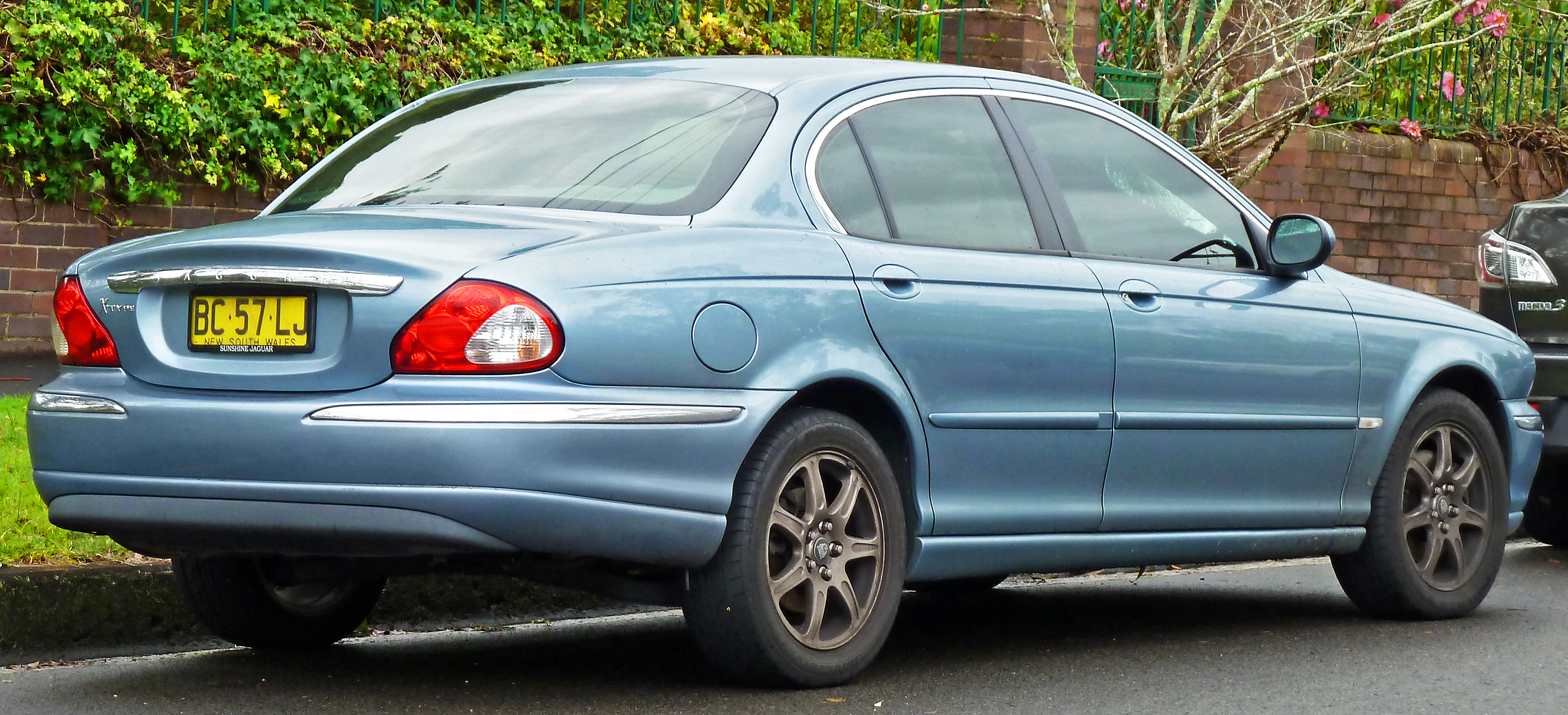 File:2004 2006 Jaguar X Type (X400) SE Sedan (2011