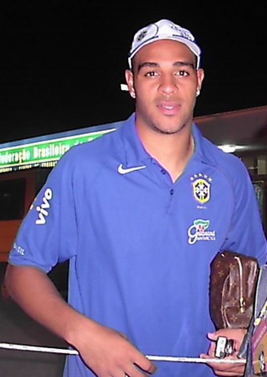http://upload.wikimedia.org/wikipedia/commons/8/8e/Adriano.jpg