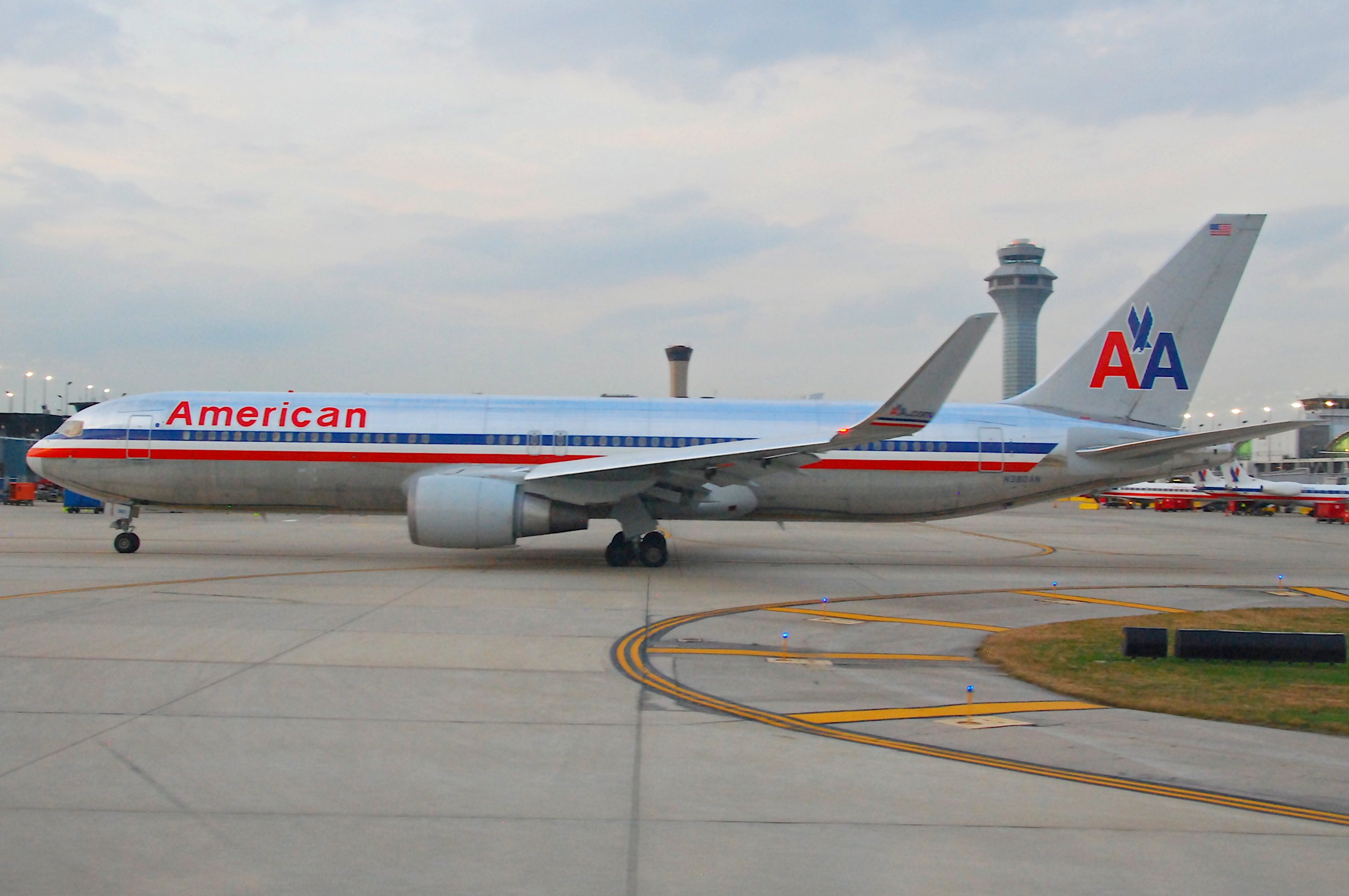 File:American Airlines Boeing 767-300; N380AN@ORD;12.10 ...
