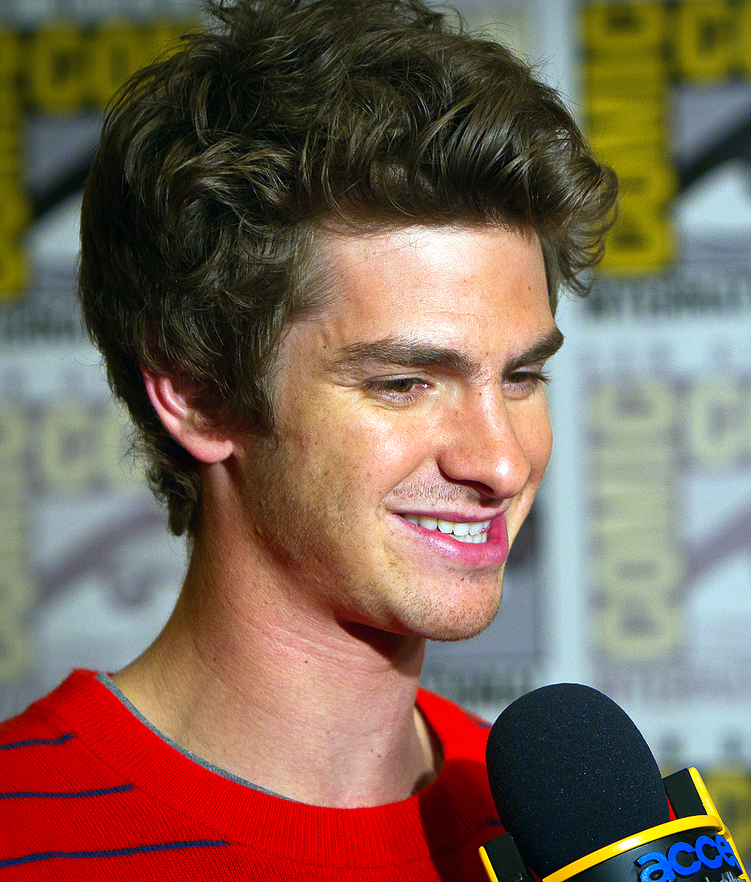 File:Andrew Garfield Comic-Con, 2011.jpg - Wikimedia Commons Andrew Garfield