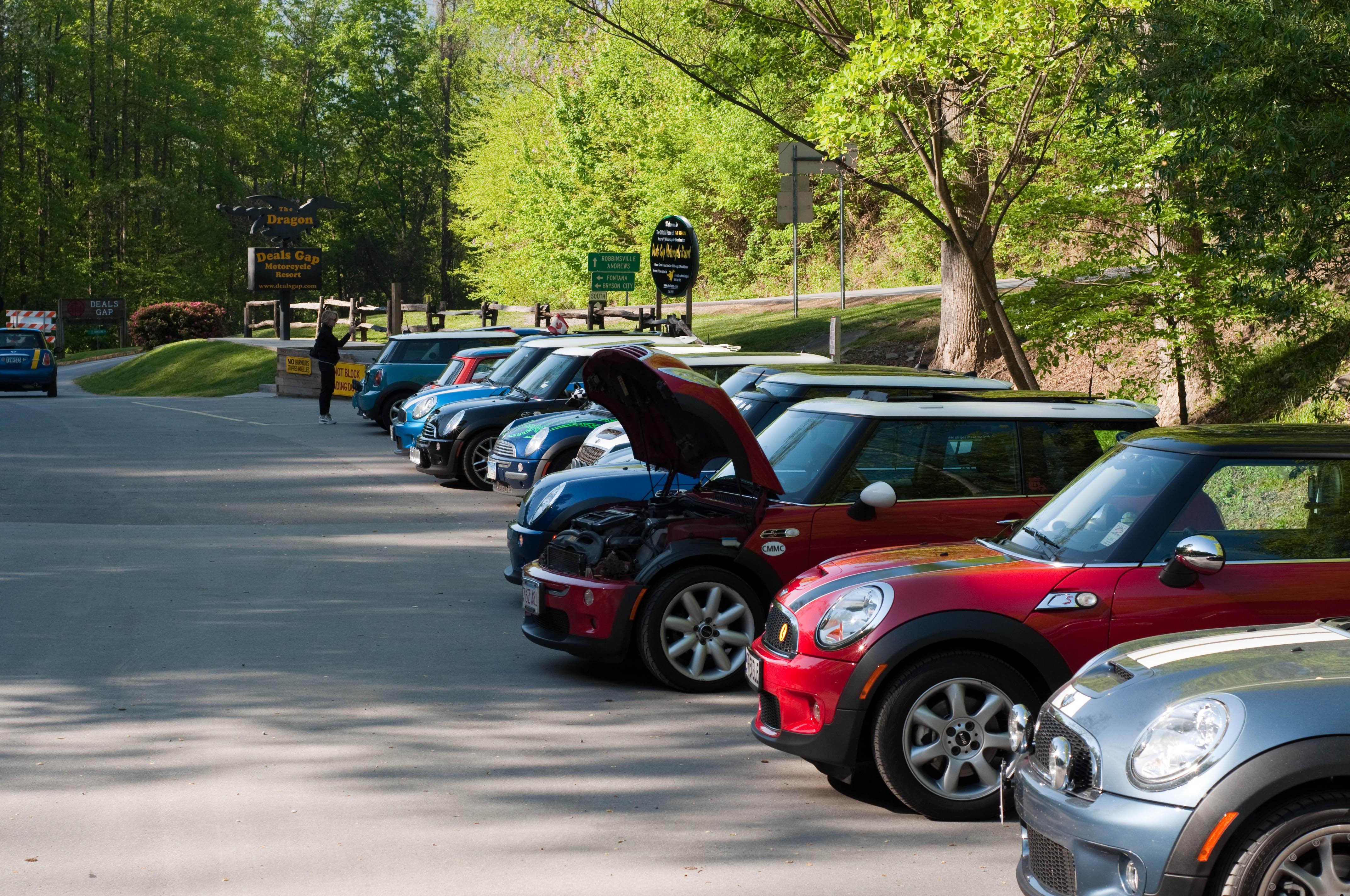 File Bmw Minis In Parking Lot Of Deals Gap Resort Jpg