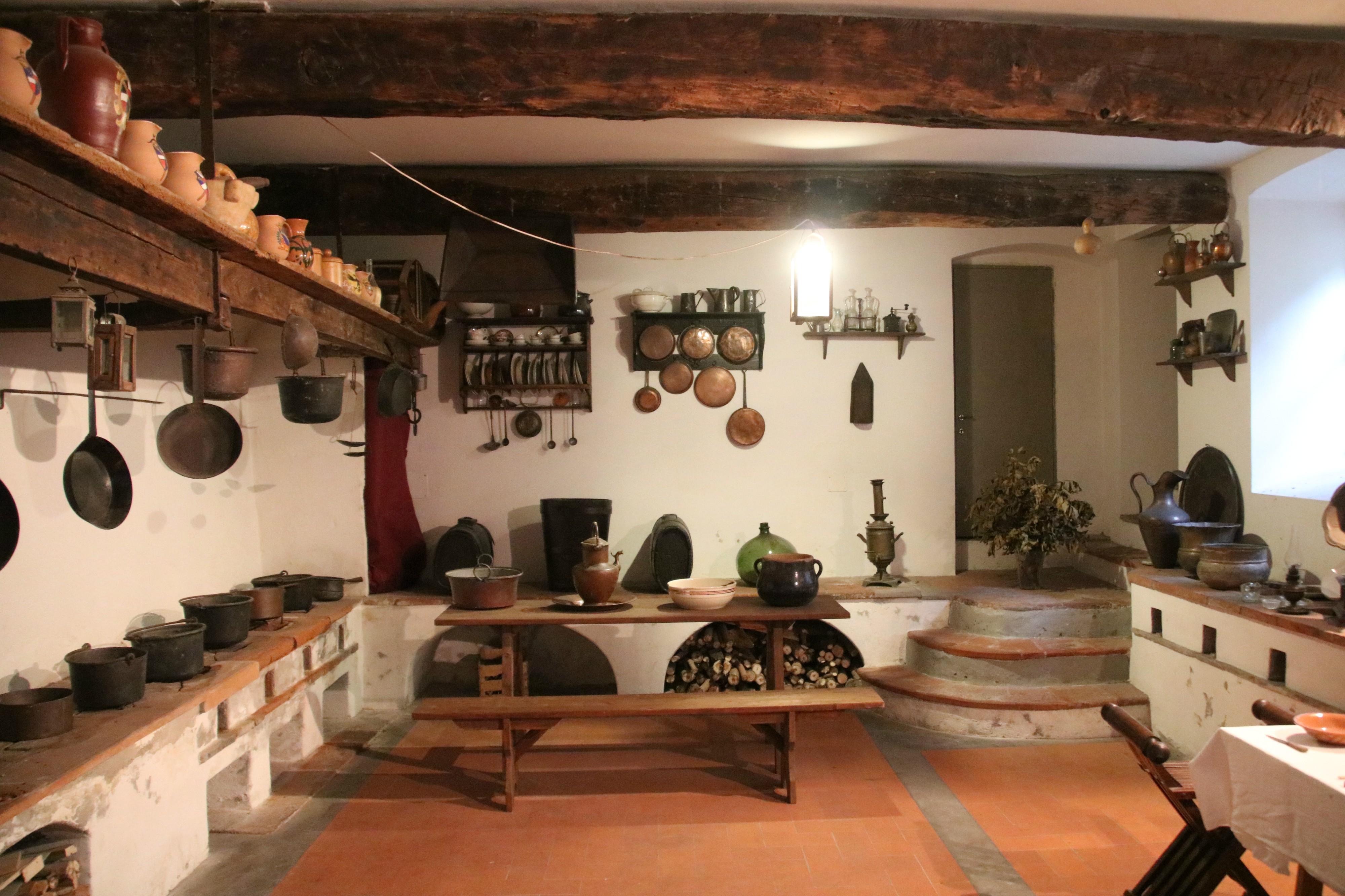 File:Bagni di Lucca, Villa Webb, vecchia cucina 09.jpg ...