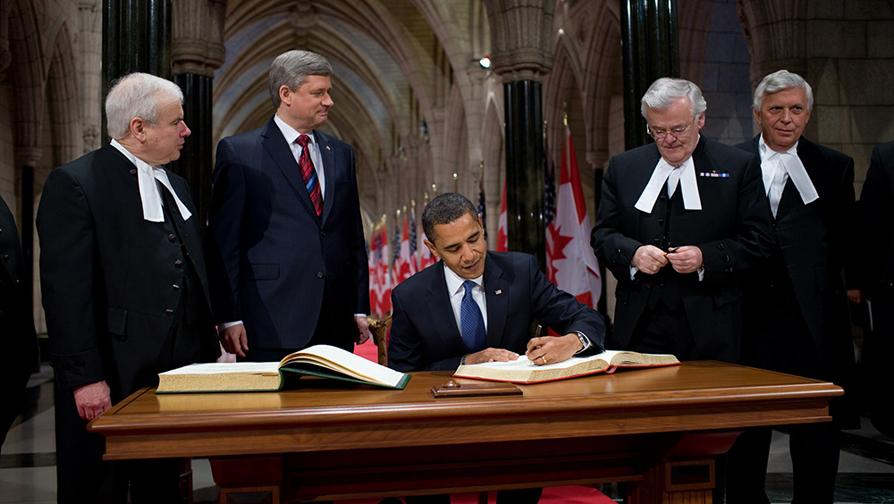 Barack Obama signs Parliament of Canada guestbook 2-19-09.JPG