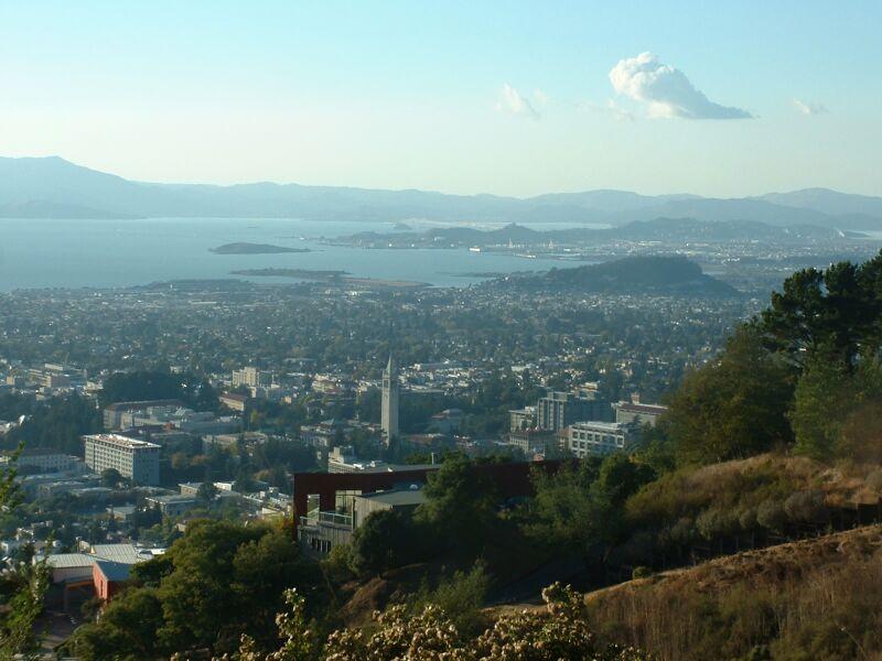 """Obrázek """"http://upload.wikimedia.org/wikipedia/commons/8/8e/Berkeleyfromclaremont800x600.jpg"""" nelze zobrazit, protože obsahuje chyby."""