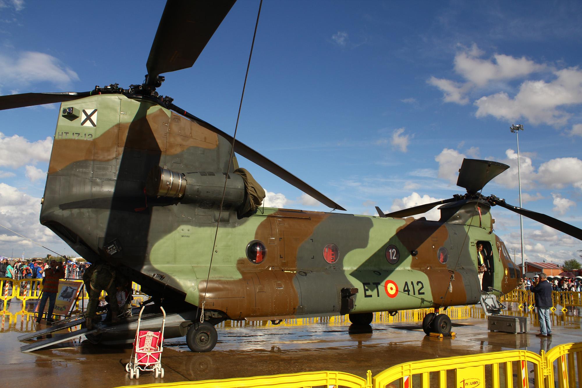 Archivo Boeing Vertol CH-47D Chinook (HT.17-12 - ET-412) de las ... f627833dafa