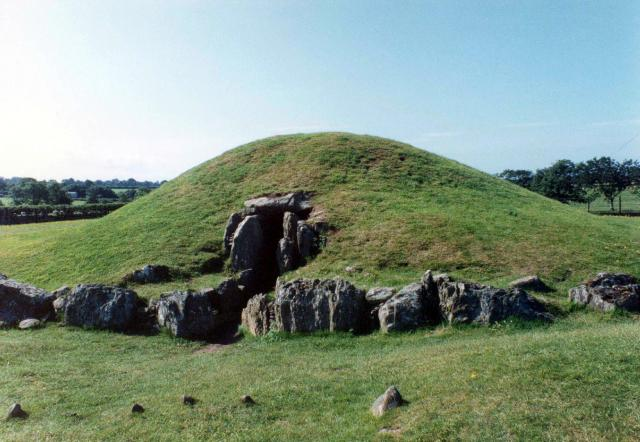 File:Bryn Celli Ddu - geograph.org.uk - 1024.jpg