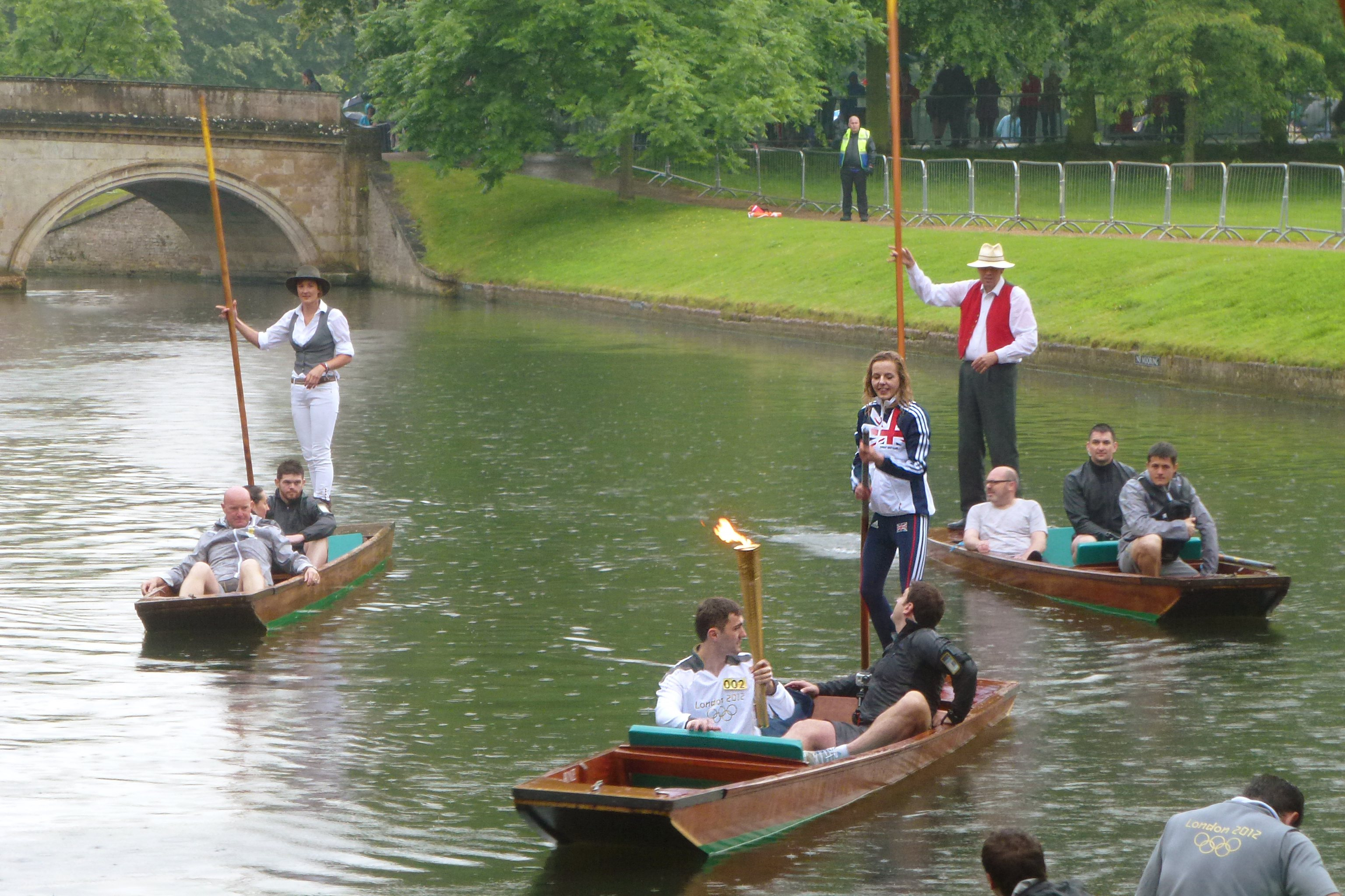 File:Cambridge Olympic torch on punt.jpg - Wikimedia Commons