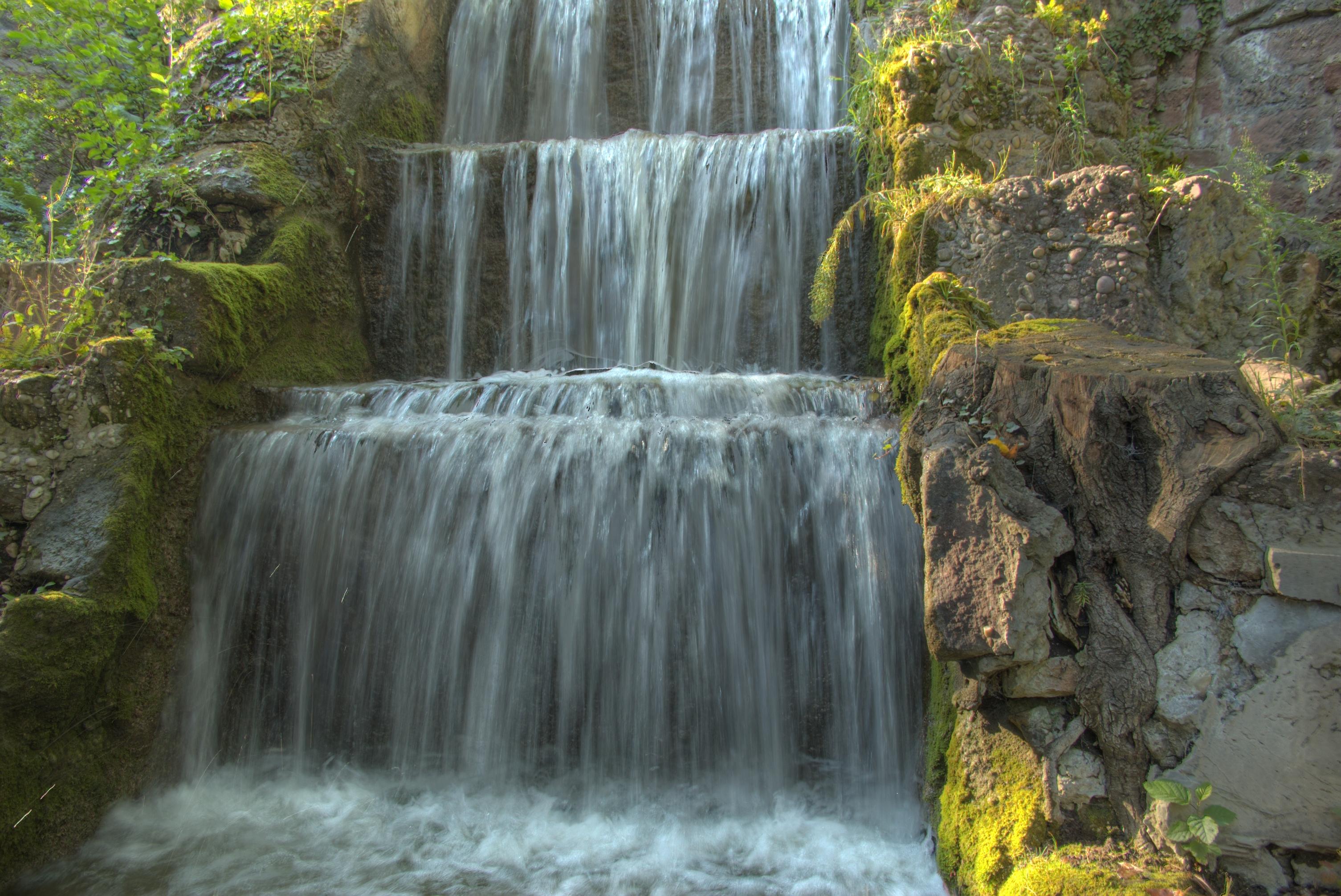 File cascade artificielle du parc de l 39 orangerie - Cascade artificielle exterieur ...