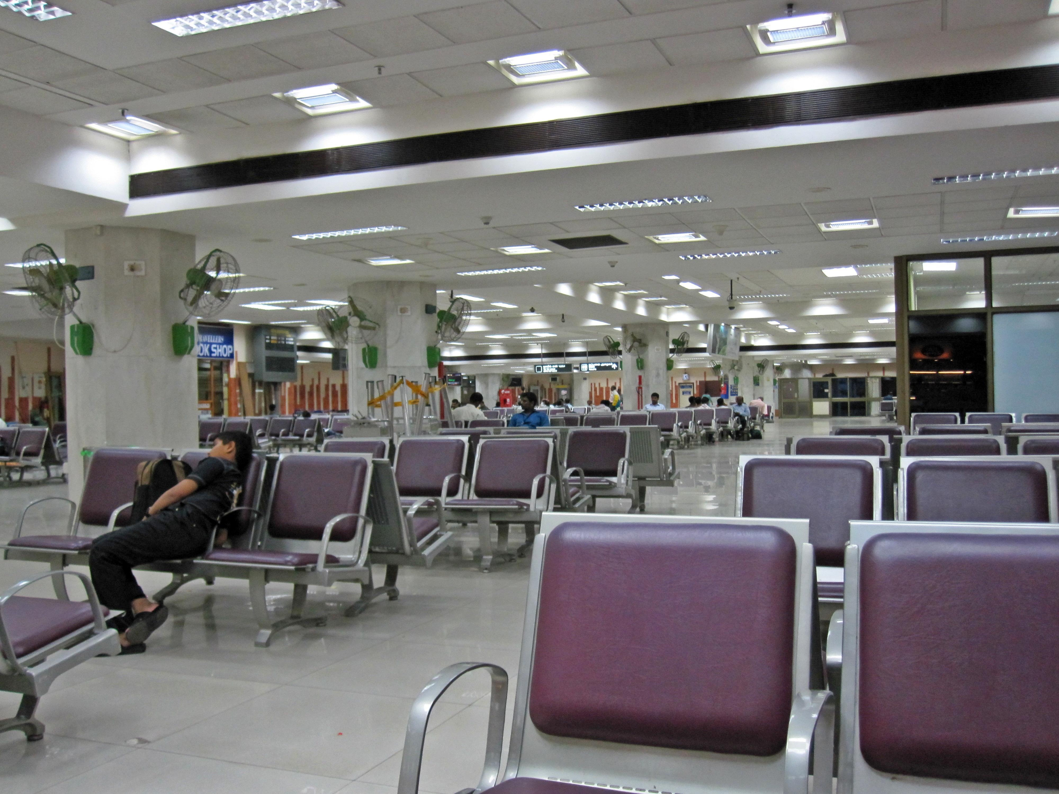 File:Chennai airport, international departure lounge1.jpg ...
