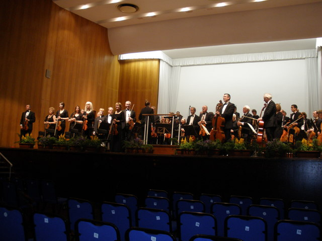 File:Concert, at the Great Hall, Exeter University - geograph.org.uk - 1066794.jpg