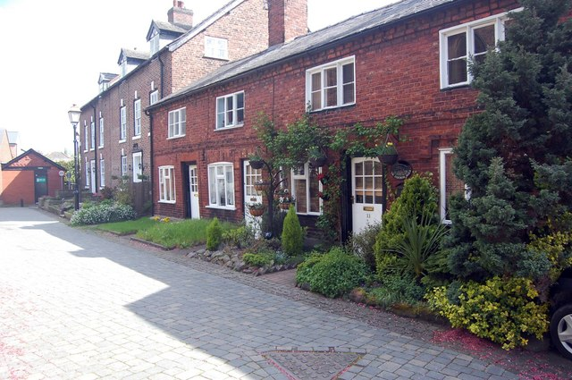 Cottages in Holmes Chapel - geograph.org.uk - 1287252