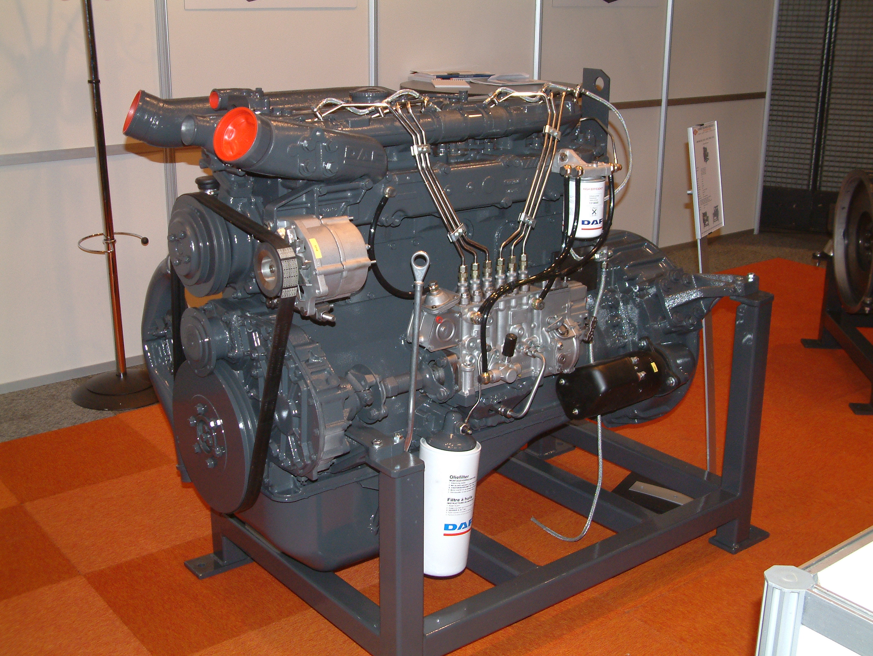 File diesel motor kmd ws series jpg wikimedia commons for Chambre de combustion moteur diesel