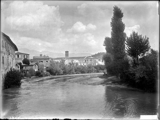 File:E003384 - Rieti - Il fiume Velino a monte del ponte romano.jpg