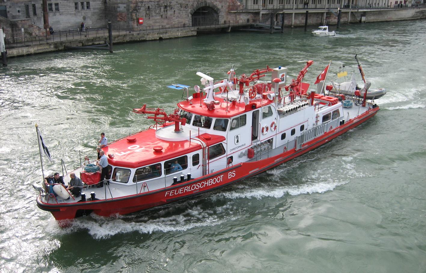 Feuerlöschboot auf dem Rhein in Basel (Schweiz)