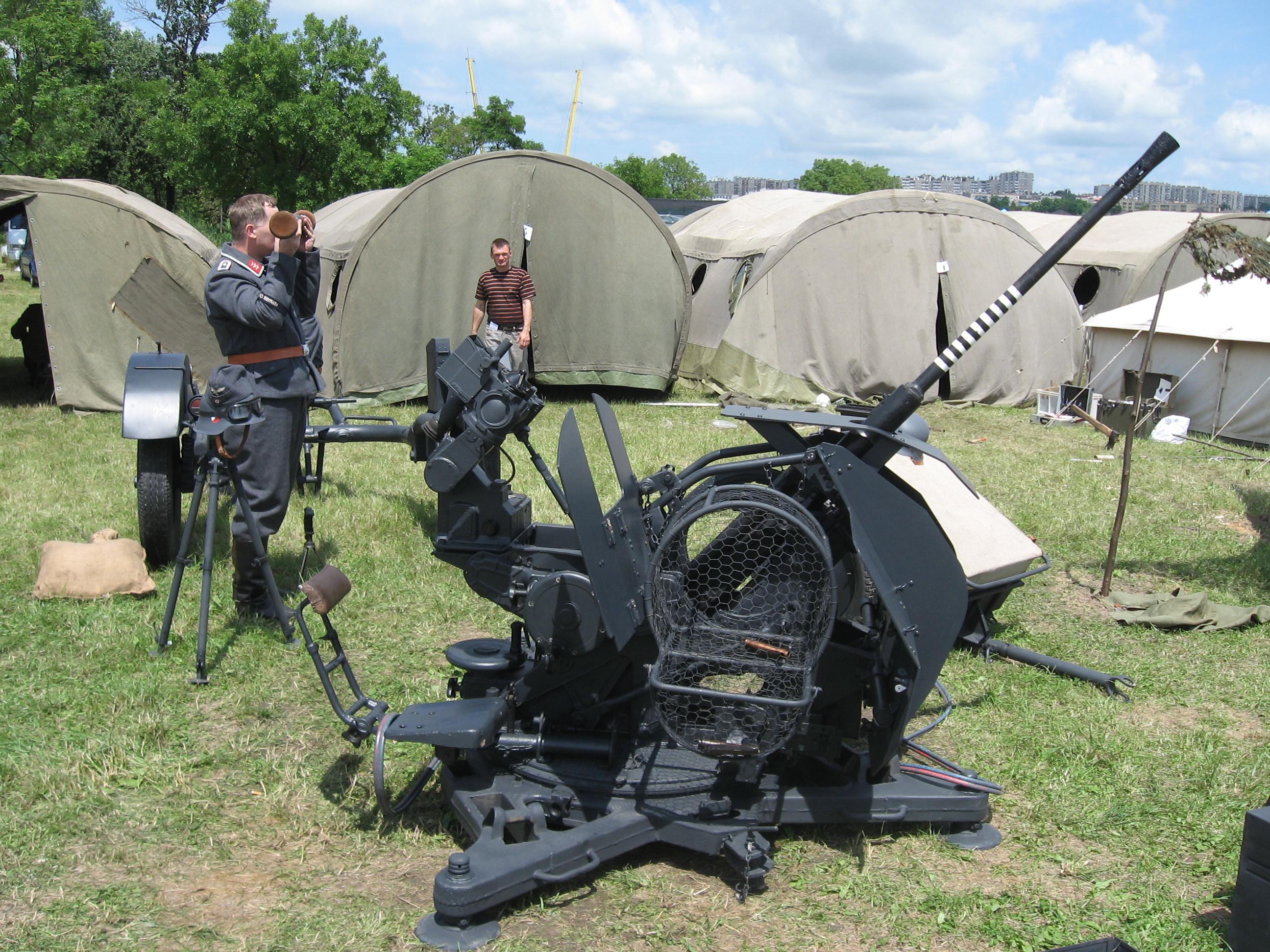 FlaK_38_anti-aircraft_gun_during_the_VII