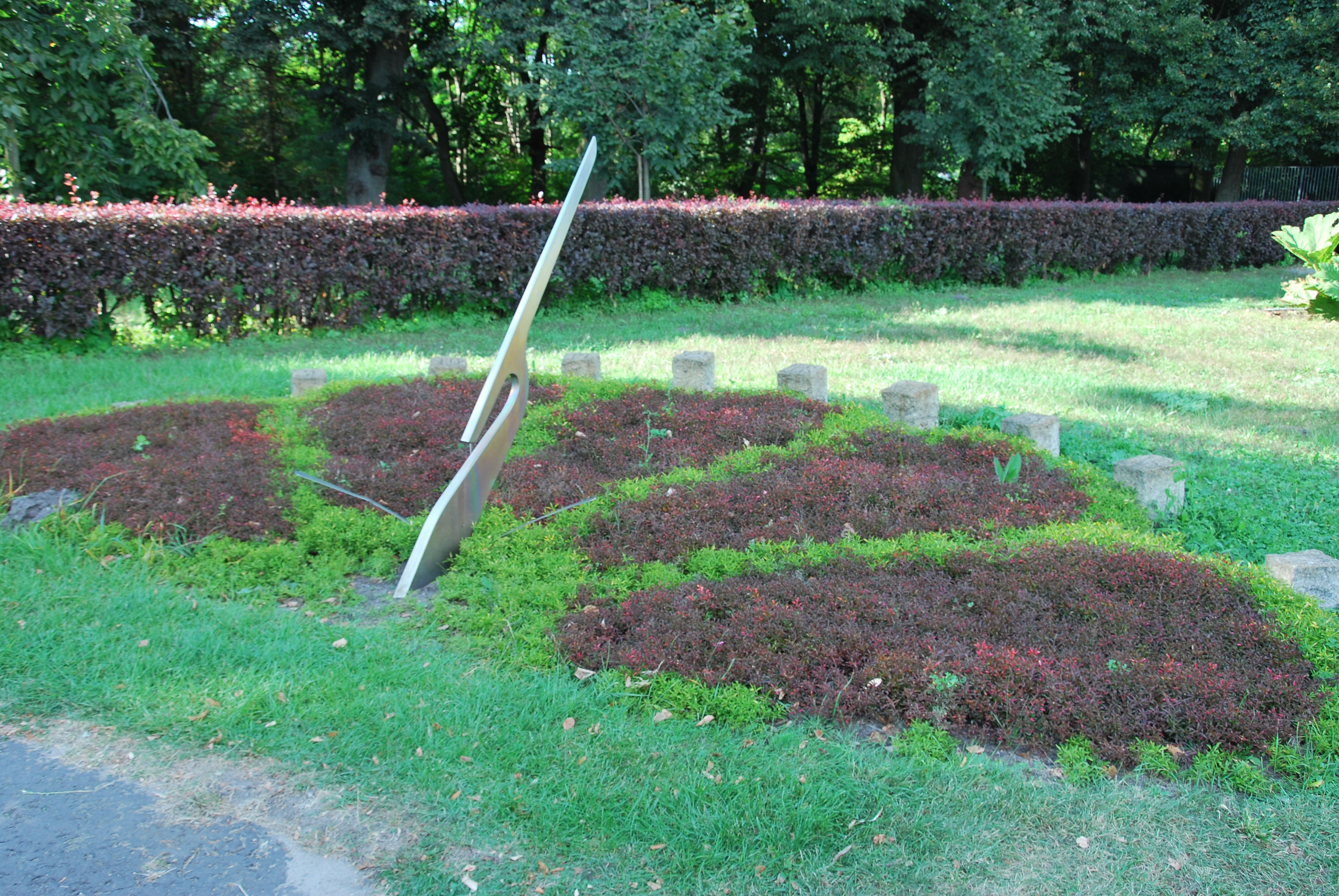 File:Floral Sundial, Botanical Garden Łódź