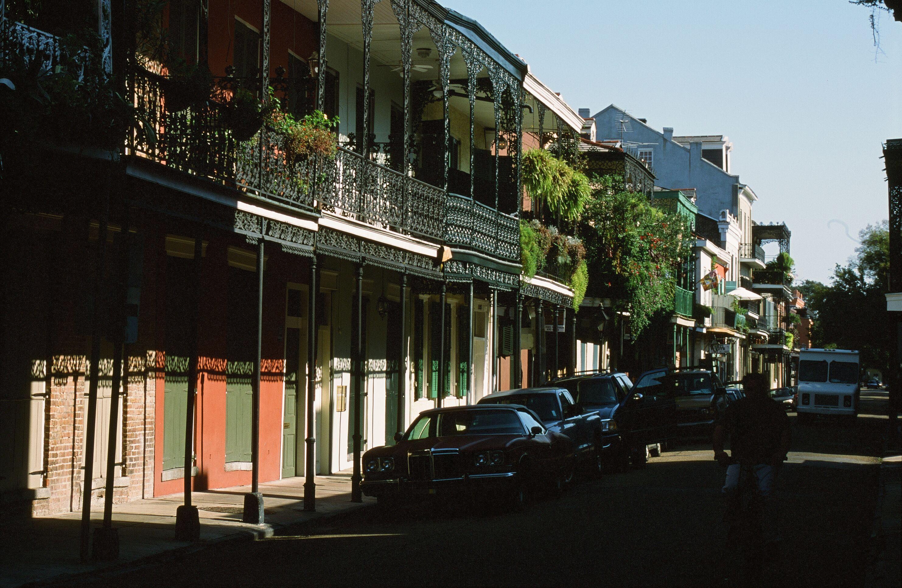 descriptive essay new orleans Descriptive essay about new orleans even before hurricane katrina new orleans schools suffered from a lack of teachers, run down facilities and failure to meet state and national guidelines.