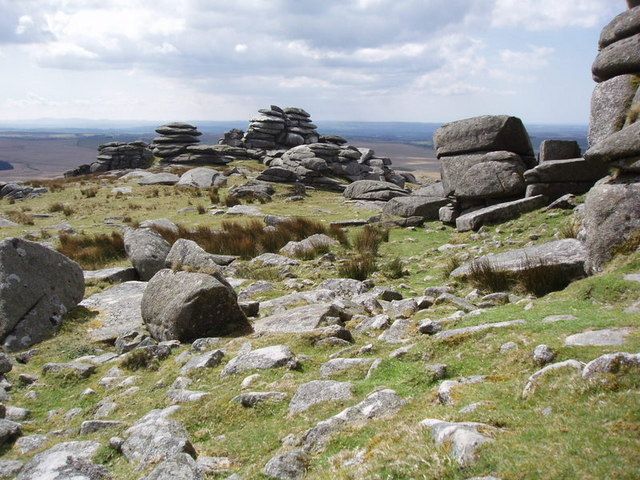 Granite stacks at Roughtor - geograph.org.uk - 768055