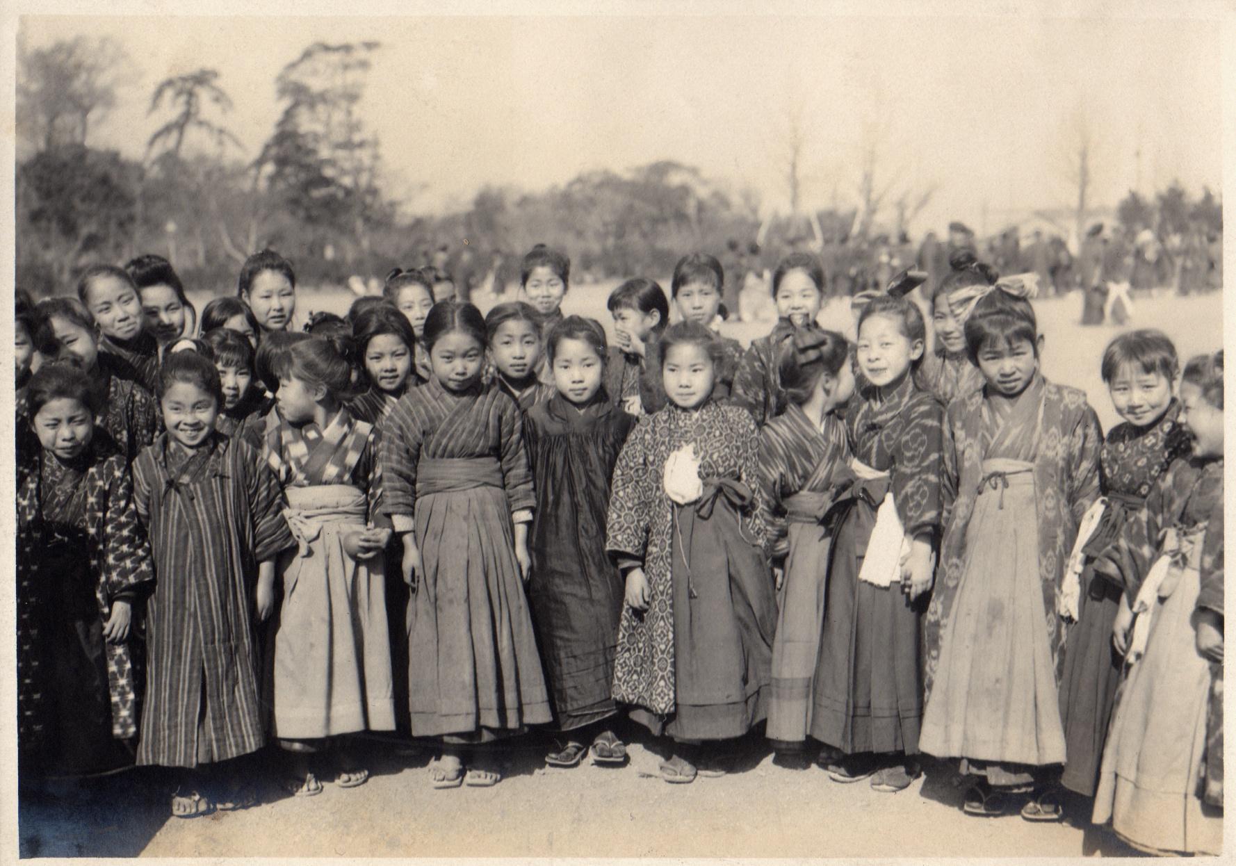 File Group of school girls in Japan