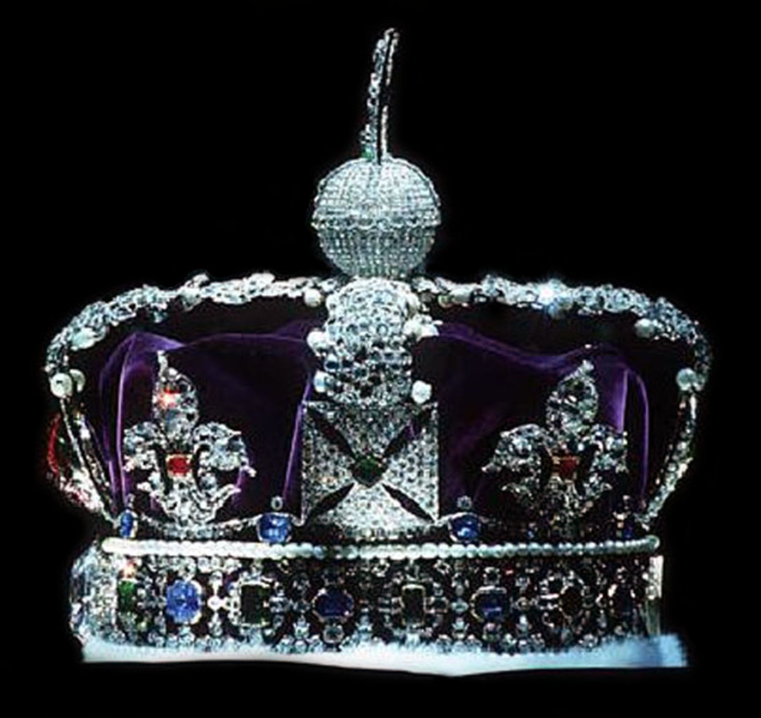 Profile of the Imperial State Crown from the right, the crown's left (Wikipedia)