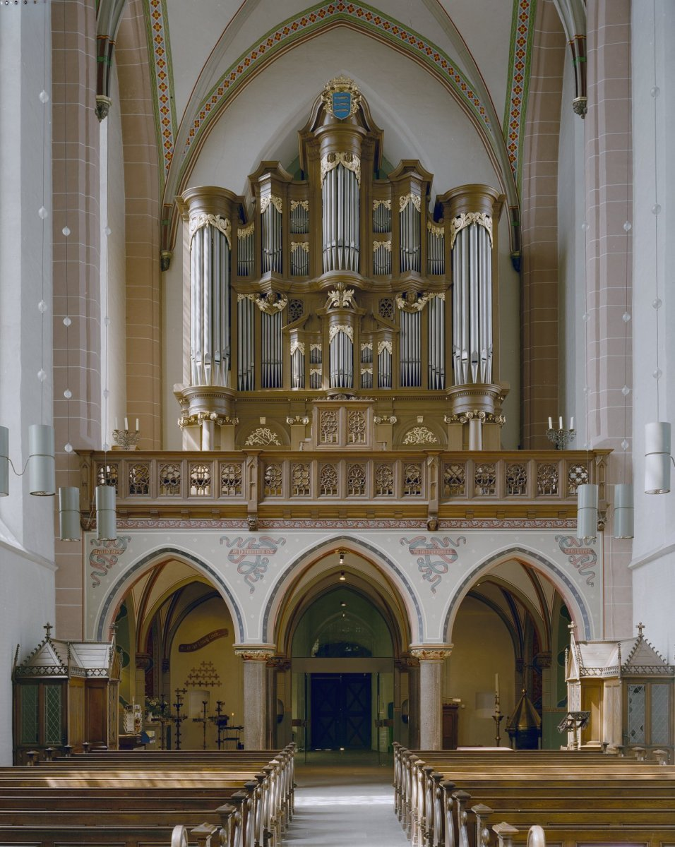 https://upload.wikimedia.org/wikipedia/commons/8/8e/Interieur%2C_aanzicht_orgel%2C_orgelnummer_1794_-_Zwolle_-_20384880_-_RCE.jpg