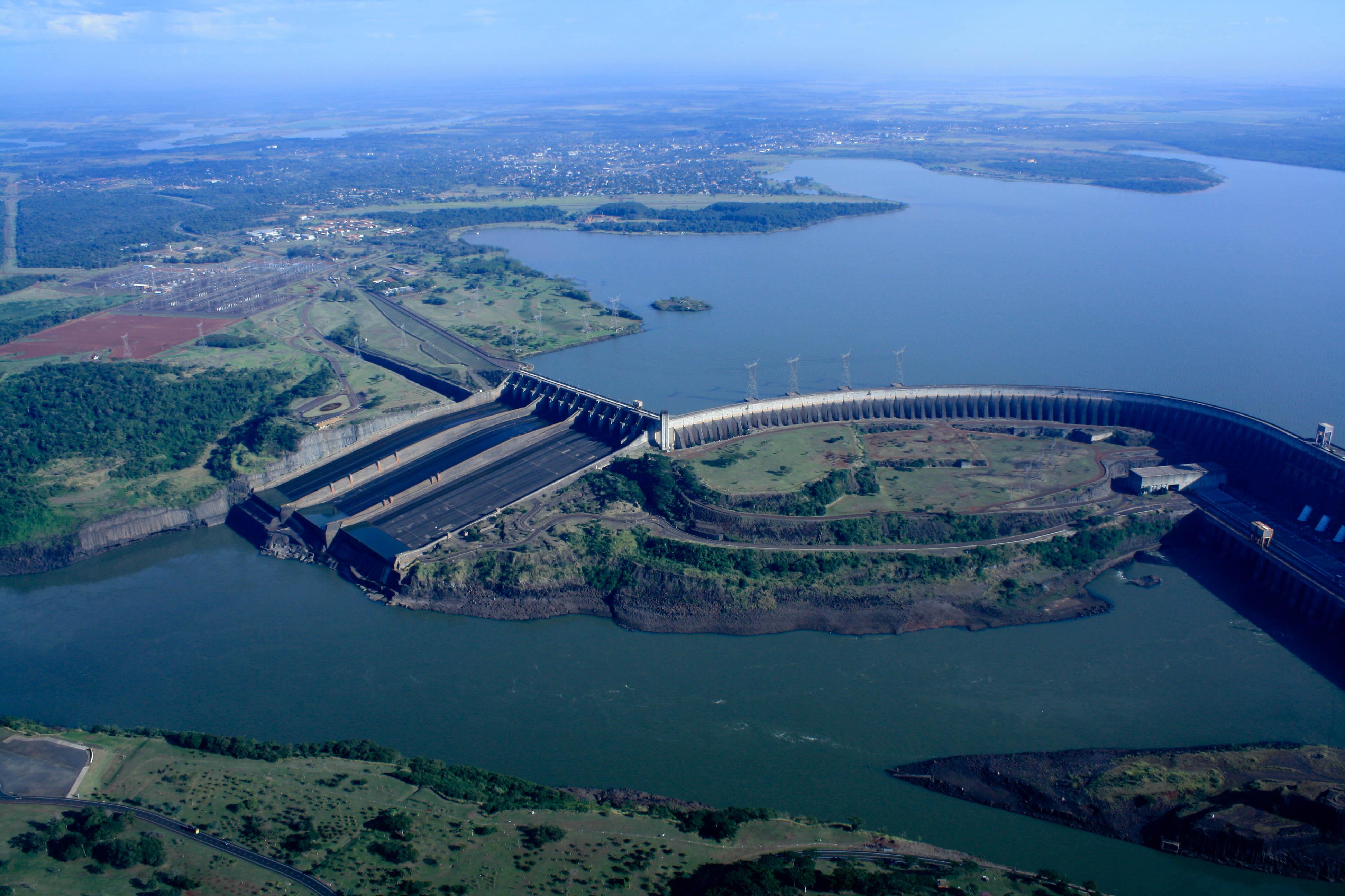 Resultado de imagem para hidrelétrica de itaipu