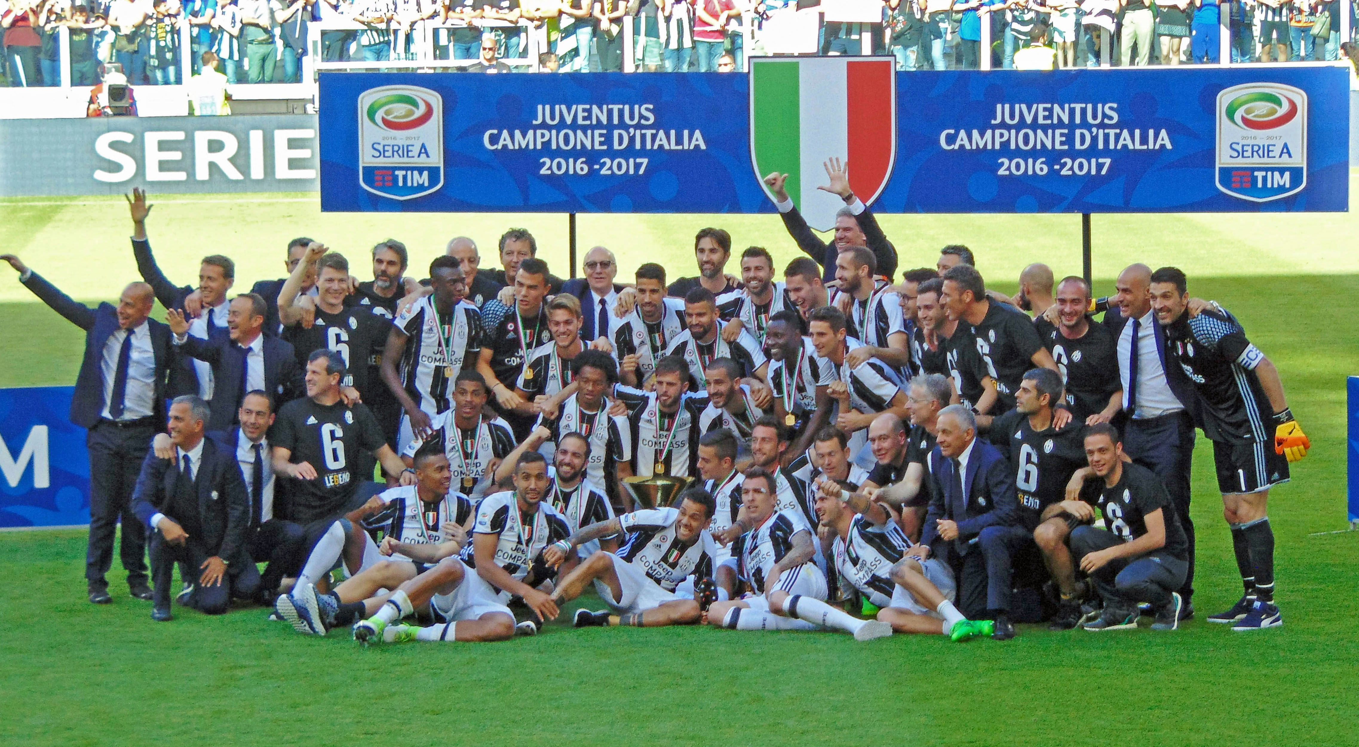 Juventus_FC_-_Serie_A_champions_2016-17_