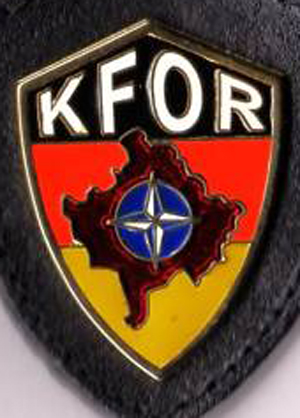English: KFOR badge Deutsch: KFOR Abzeichen