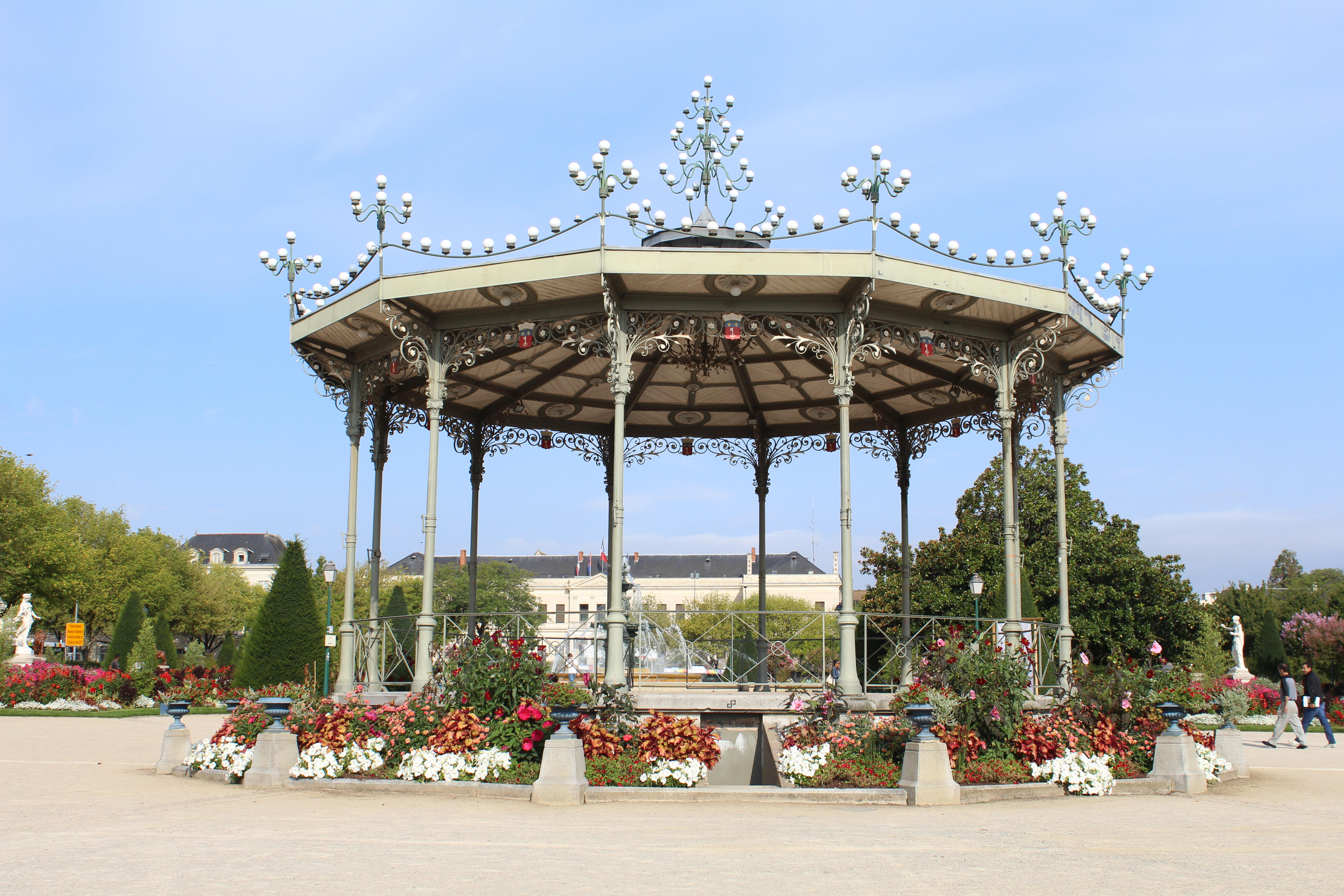 File:Kiosque Jardin Mail Angers 5.jpg - Wikimedia Commons
