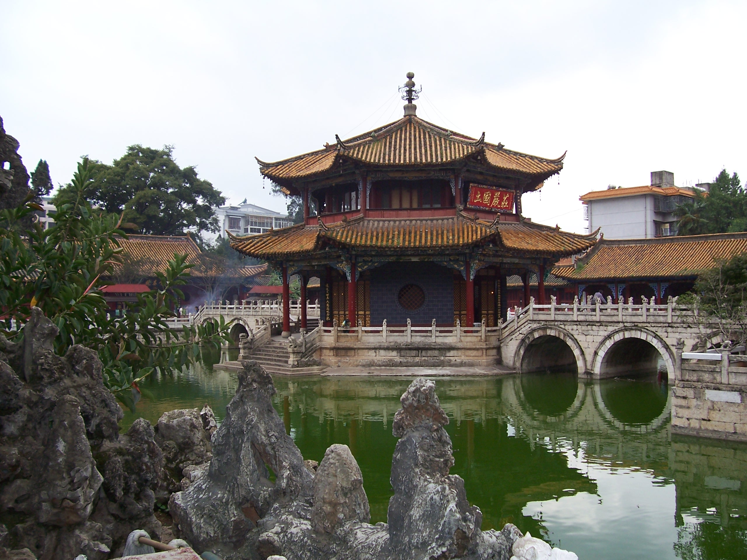 Kunming China  City pictures : Kunming temple2 Wikipedia, the free encyclopedia