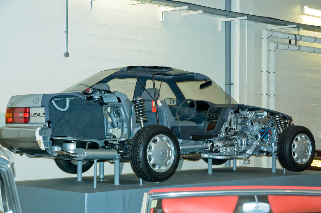 File:Lexus Cutaway LS 400.jpg - Wikimedia Commons