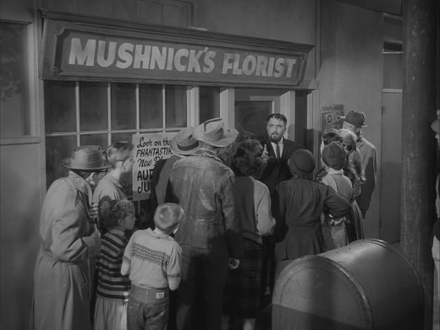 File:Little Shop of Horrors outside Mushnick's.JPG ...