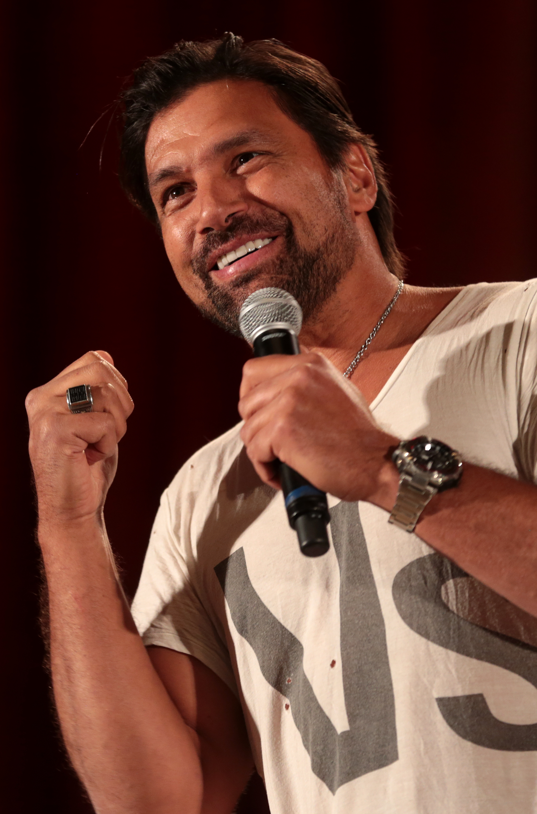 The 49-year old son of father (?) and mother(?) Manu Bennett in 2018 photo. Manu Bennett earned a  million dollar salary - leaving the net worth at 1.5 million in 2018