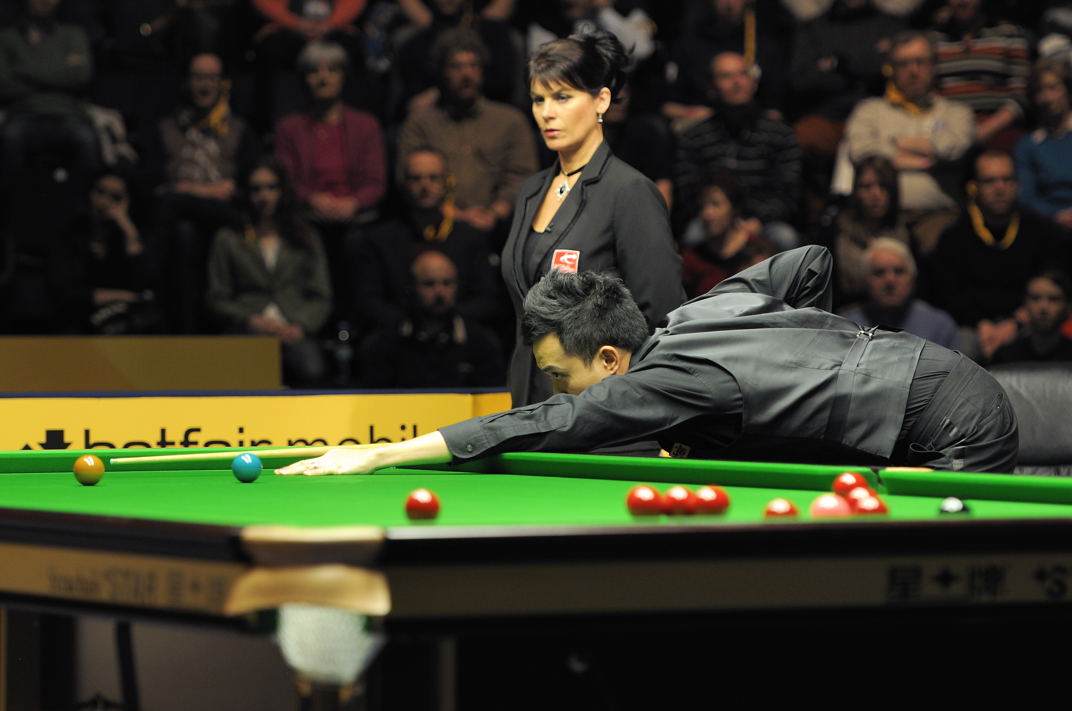 File:Marco Fu and Michaela Tabb at Snooker German Masters (DerHexer ...