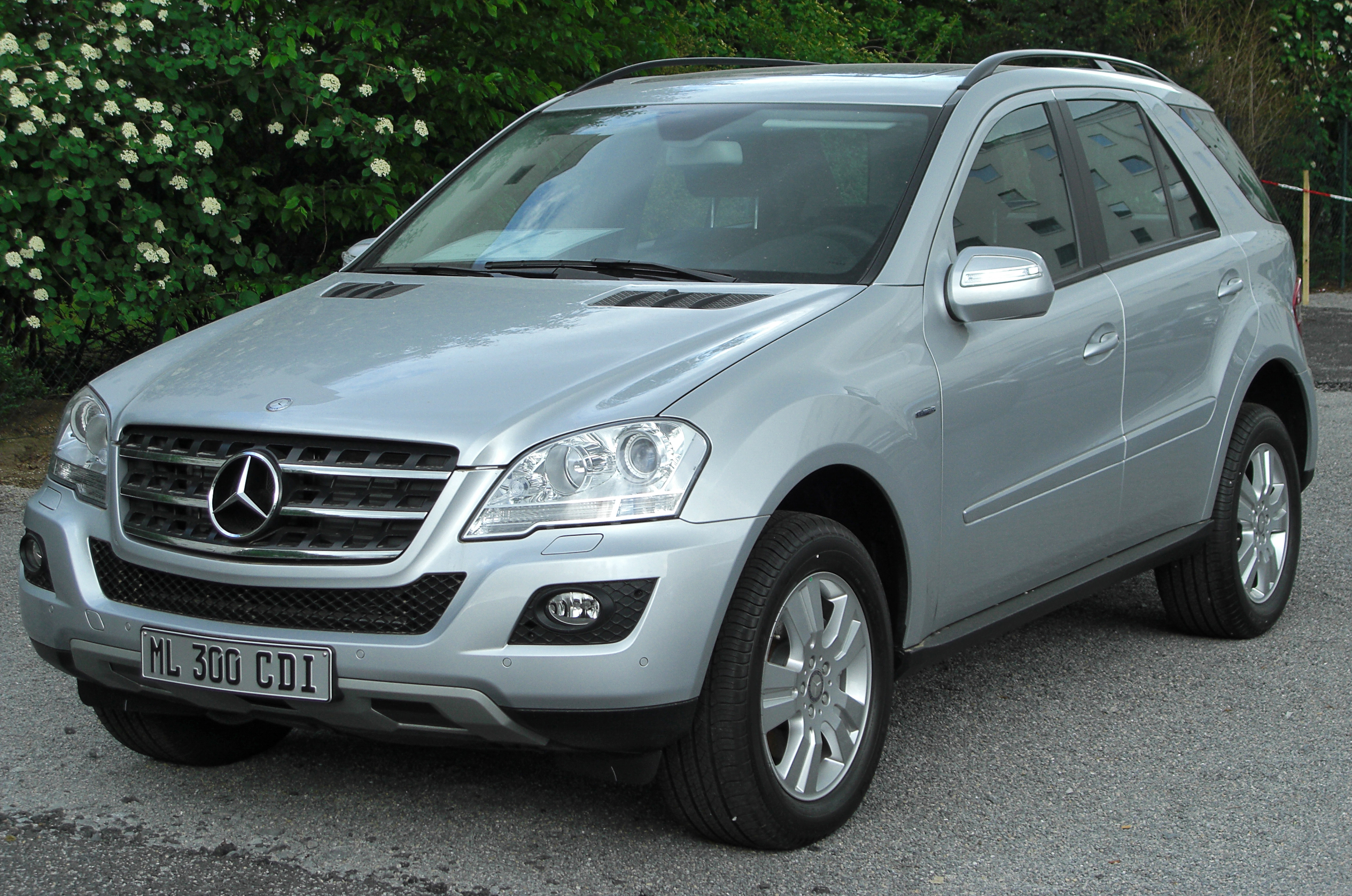 file mercedes ml 300 cdi 4matic blueefficiency w164 facelift front wikimedia. Black Bedroom Furniture Sets. Home Design Ideas