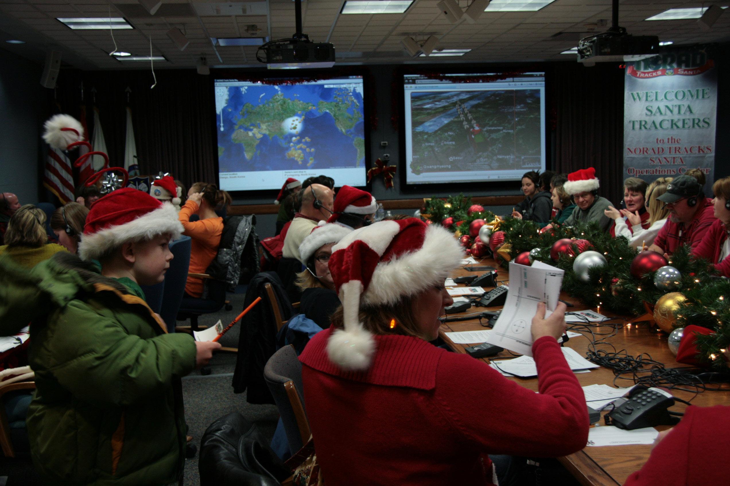 File:NORAD tracks Santa DVIDS234576.jpg - Wikimedia Commons