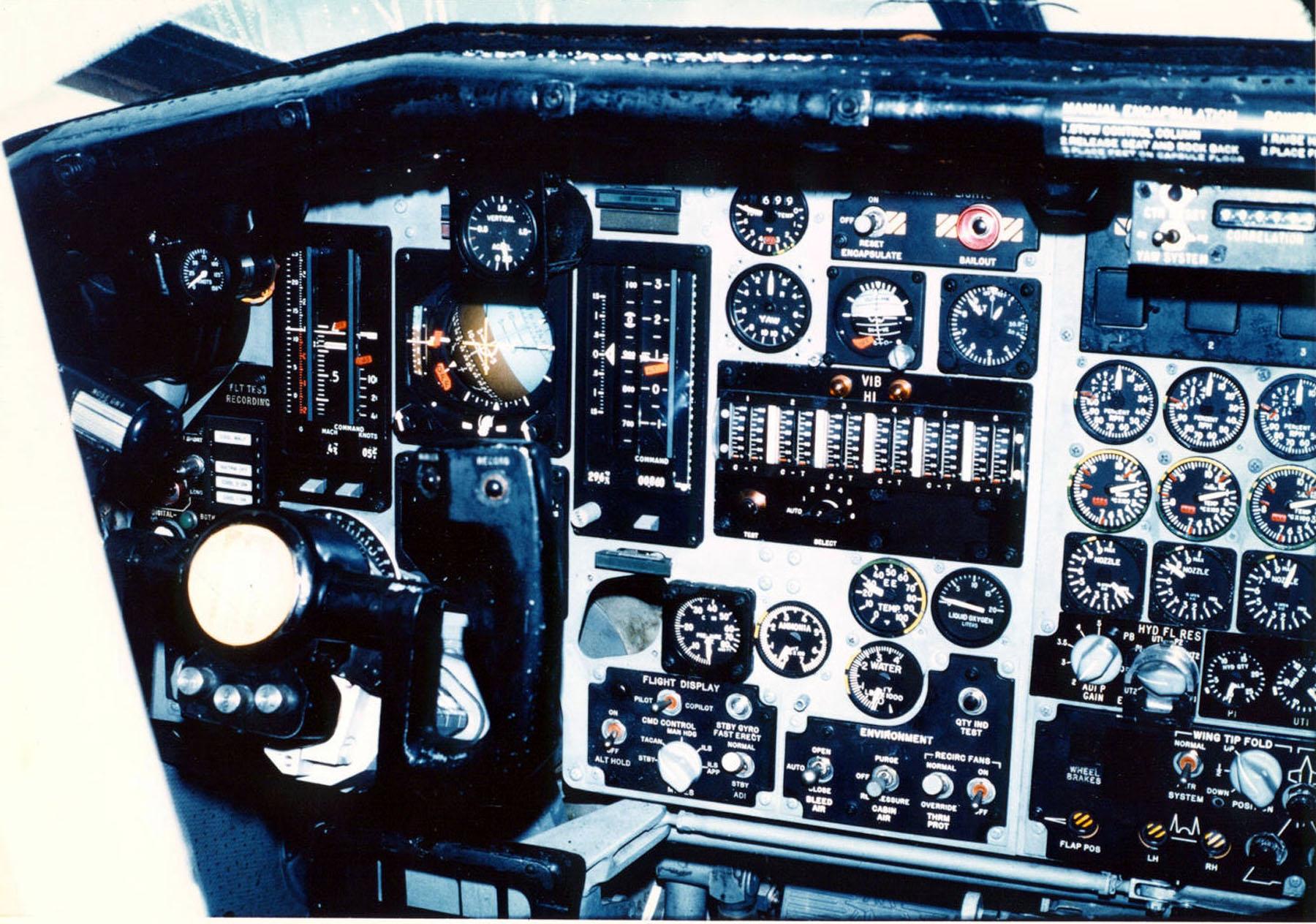 File North American Xb 70 Cockpit 3 Usaf Jpg Wikimedia