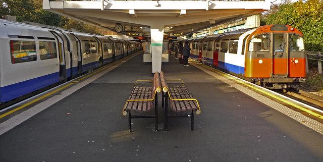 Oakwood Station, London N14 - geograph.org.uk - 1086413