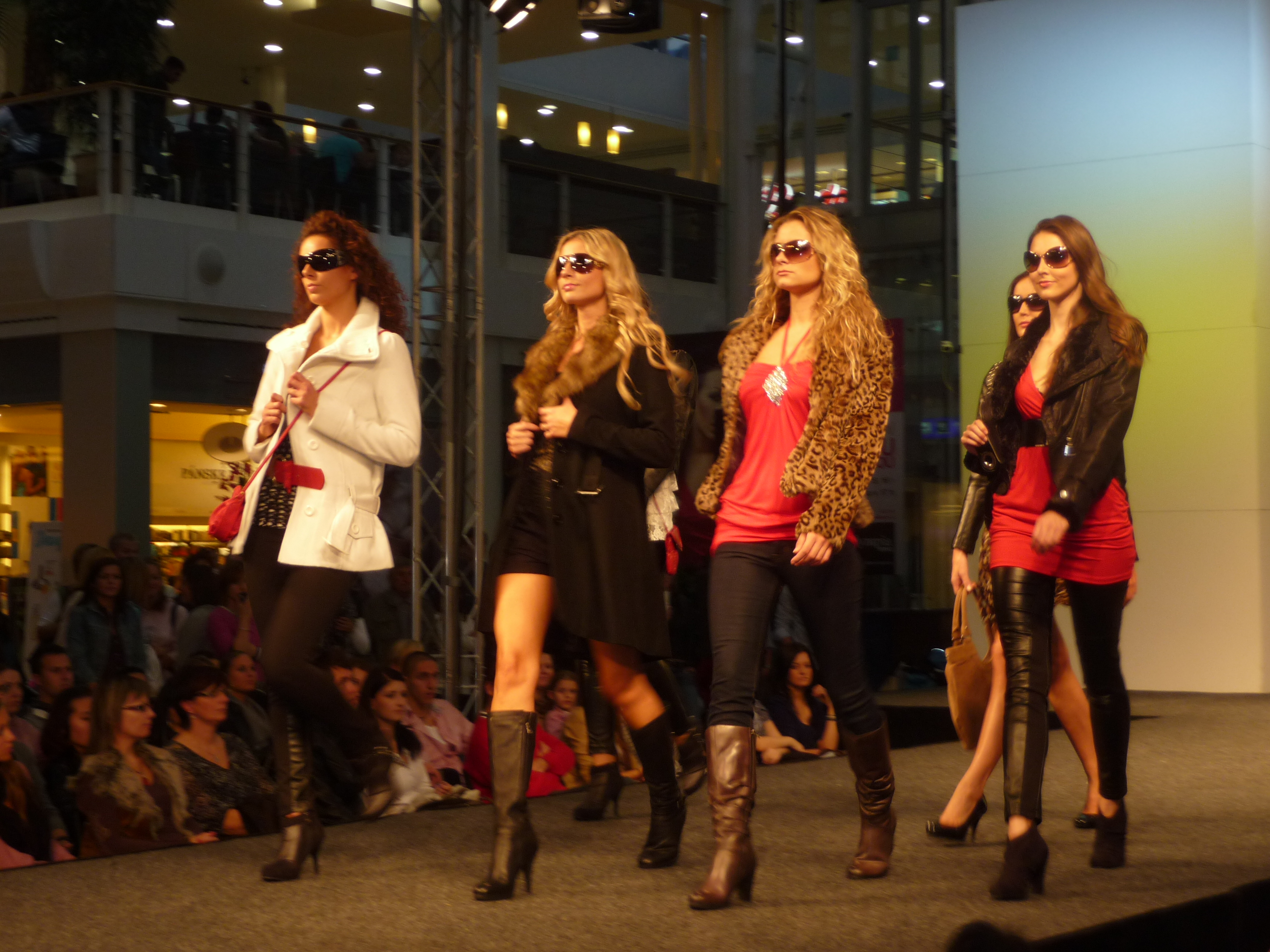 File Olympia Fashion Show 2010 22 Jpg Wikimedia Commons