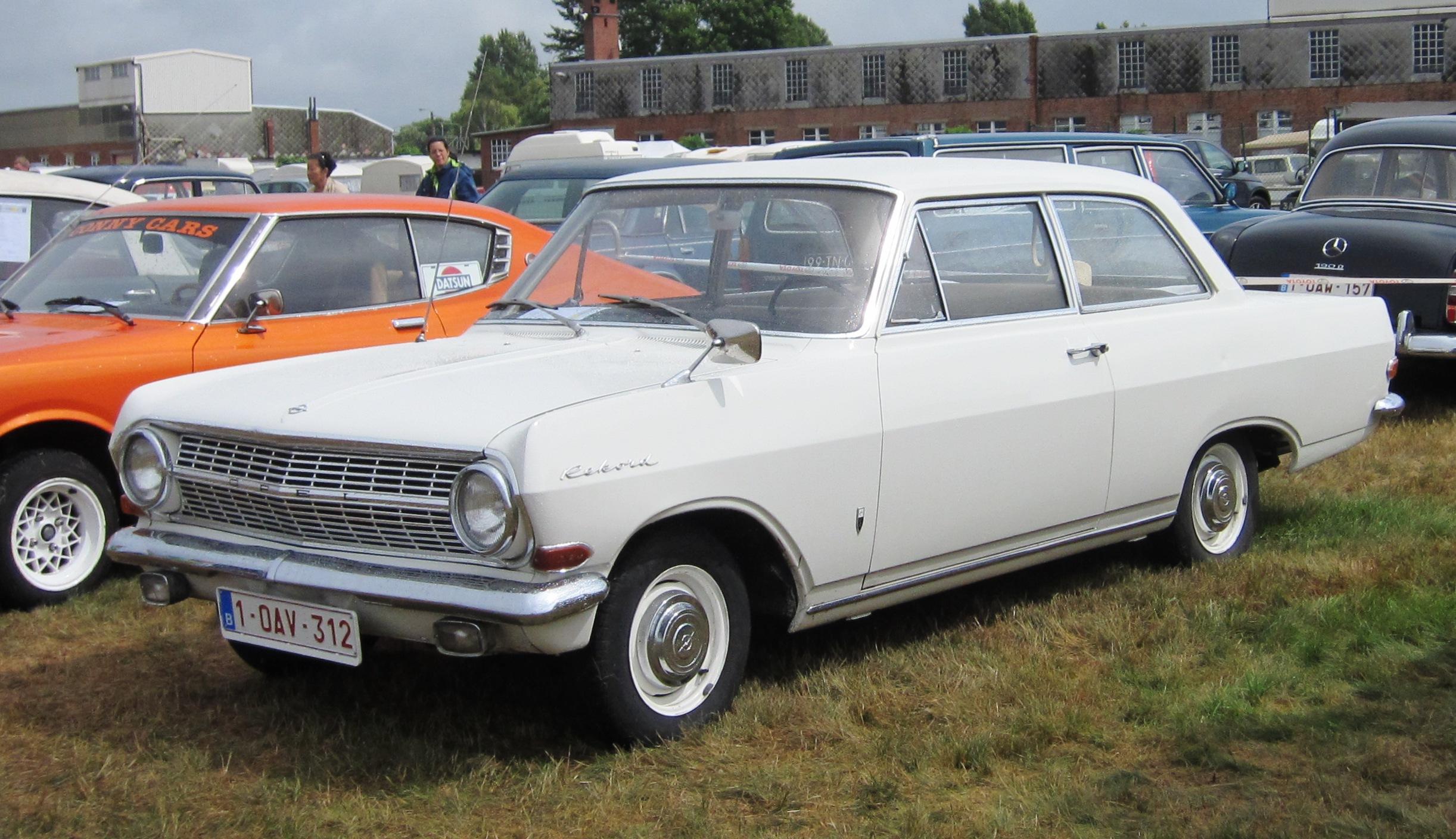 Opel_Rekord_A_2605cc_1964_or_1965_at_Schaffen-Diest_2013.JPG