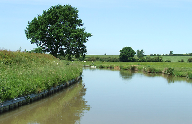File:Oxford Canal north of Braunston, Northamptonshire - geograph.org.uk - 877127.jpg