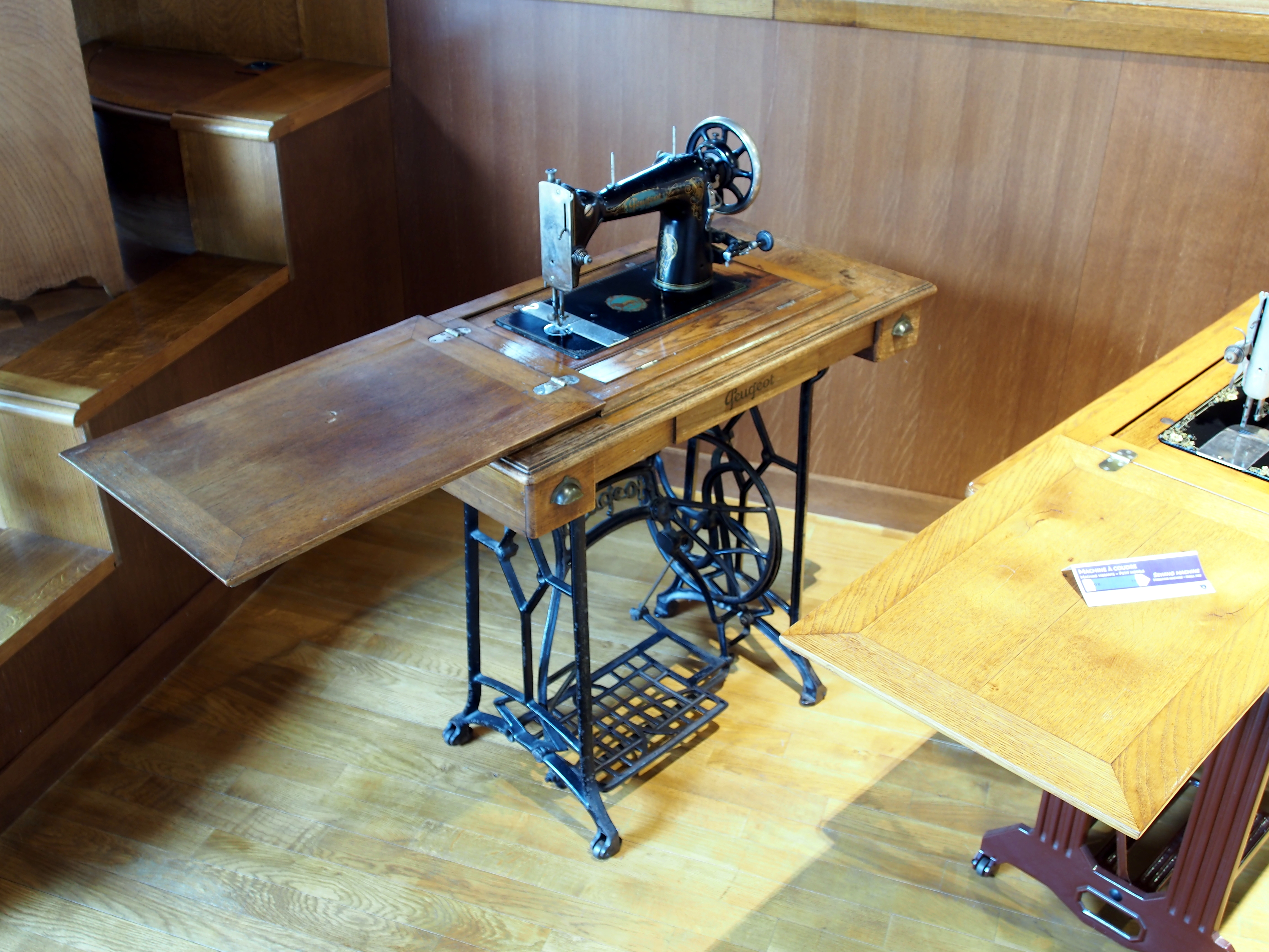 Table A Machine A Coudre file:peugeot machine a coudre photo 3 - wikimedia commons