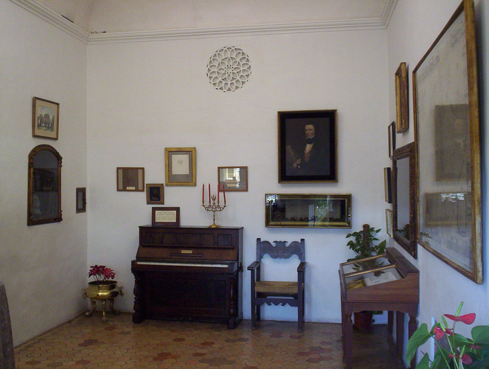 File pianoofchopinvalldemossamallorca jpg wikimedia commons for What does chambre mean in french